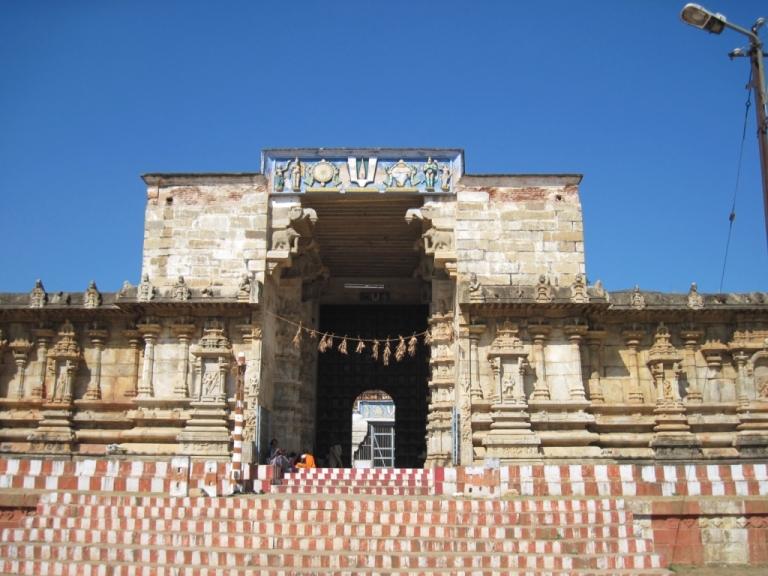 Tirukarangudi AzhagiyaNambi Vishnu Temple